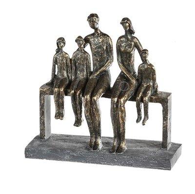 Beeldje familie vijf personen sculptuur