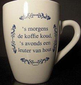 Koffie kopje tekst 's morgens de koffie koud, 's avonds een leuter van hout.