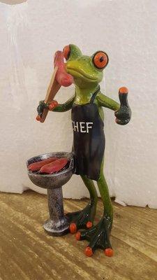 Beeldje Kikker chefkok
