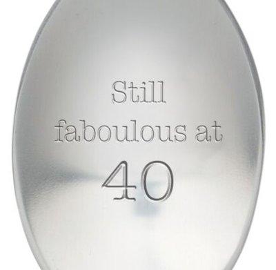 Lepel met tekst Stil faboulous at 40