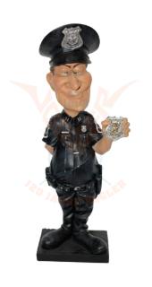 Beeldje politieagent met badge