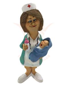 Beeldje verpleegster met baby