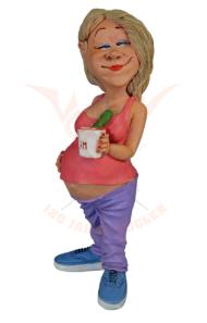 Beeldje zwangere vrouw met komkommer koffie