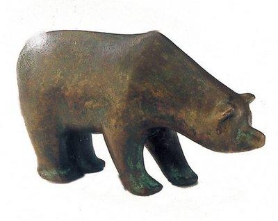 Beer bronzen beeldje bruin gepatineerd