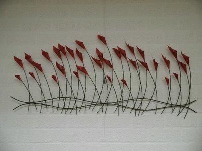 Muurdecoratie metaal bloemen in de wind